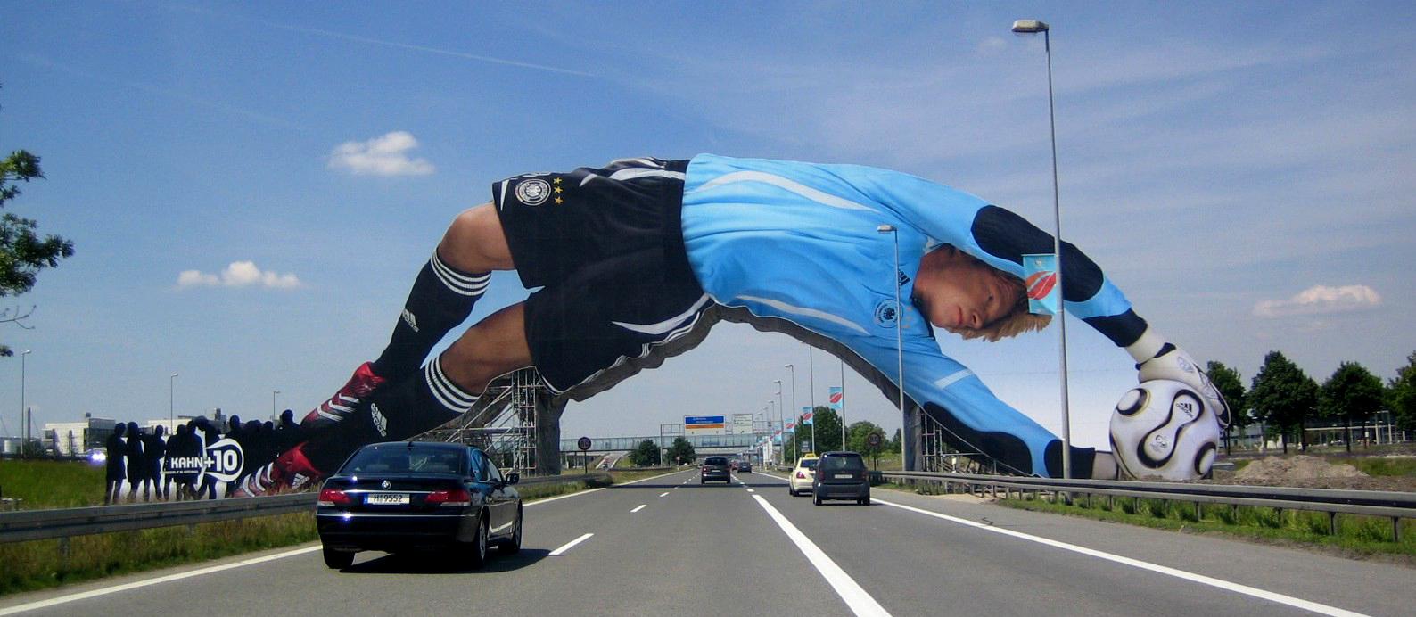 El portero alemán recibía a los visitantes al Mundial de fútbol de 2006 en el aeropuerto de Munich