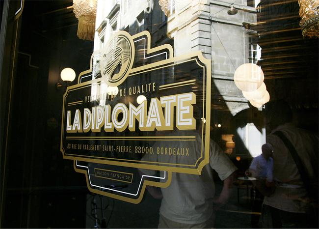 Identidad corporativa para La Diplomate diseñada por el estudio vietnamita Rice Creative.