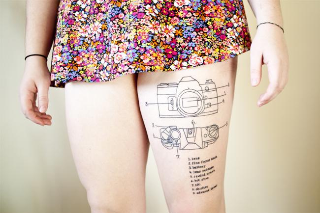 Tatuaje del esquema de una cámara de fotos.