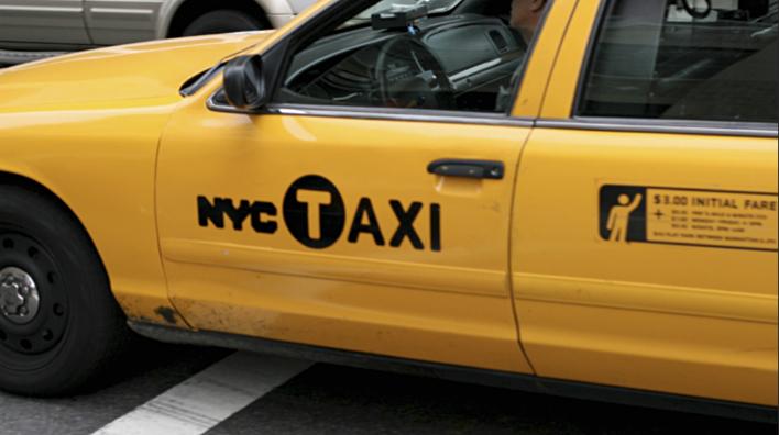Aplicación el nuevo logotipo en los famosos taxis amarillos