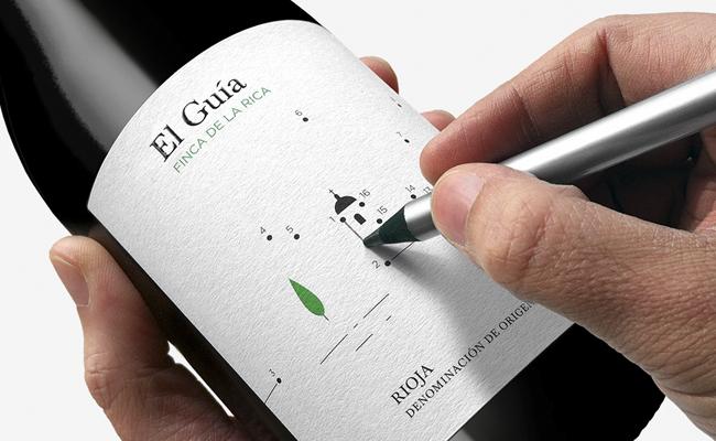 Diseño de etiqueta packaging interactivo para vino El guía de Finca de la Rica por estudio Dorian.