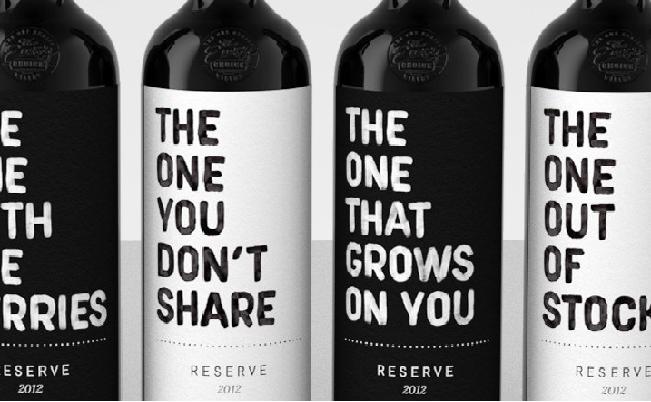 Easy Choice Winery ha creado seis divertidos diseños de etiquetas de vino para sus variedades.
