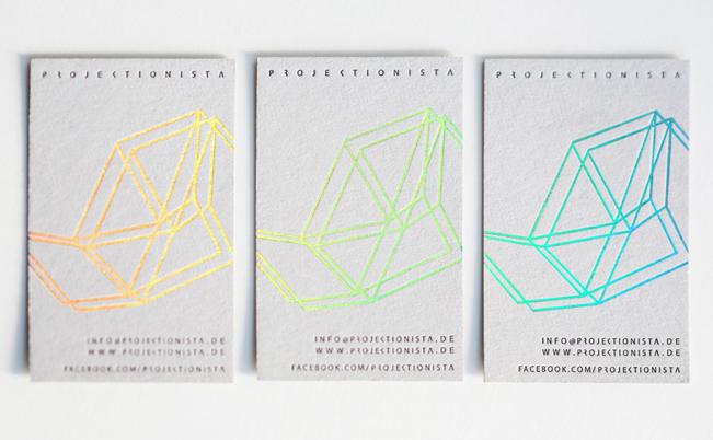 Diseño de tarjetas con impresión holográfica, un trabajo de Bureau Mitte para Projektionista.