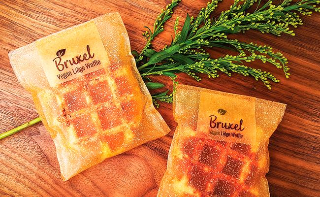 El packaging sostenible cobra importancia en 2018 como muestra la empresa Bruxel con su envoltorio comestible.