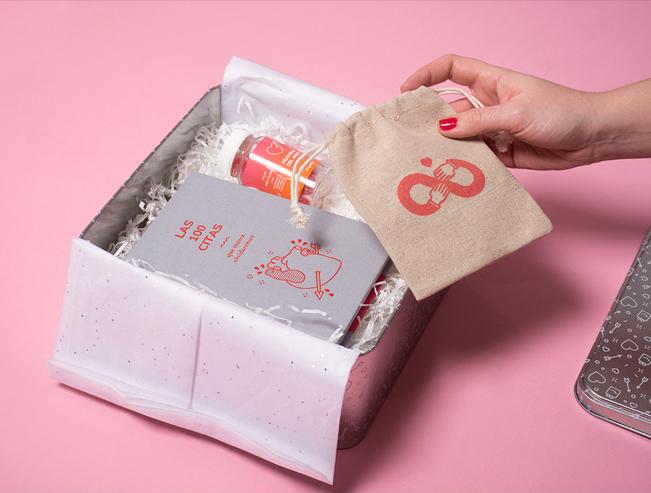 Diserar una buena experiencia unboxing es clave para la venta online y Tatabi Studio lo sabe como demuestra en sus diseños.