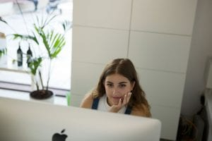 Estudio Mique - Laura trabajando