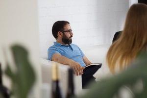 Sergio reunido en Estudio Mique
